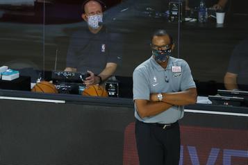 Les Pelicans congédient leur entraîneur-chef Alvin Gentry)