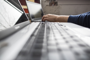 La pandémie utilisée pour mieux réprimer la dissidence en ligne, estime une ONG)