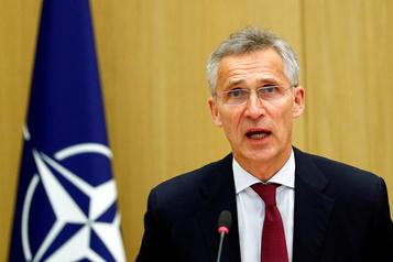 L'OTAN demande un cessez-le-feu total en Afghanistan)