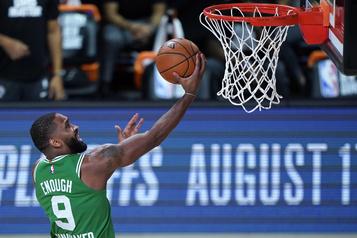 Les Celtics l'emportent 122-100 contre les Raptors)