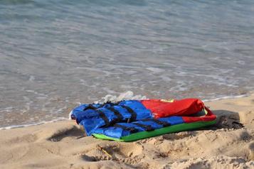 Libye Deux naufrages causent près de 100morts)