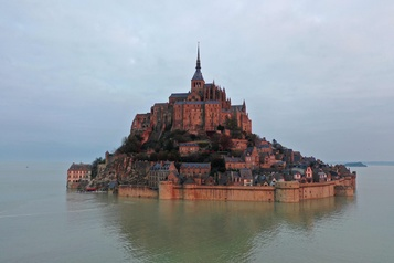 Deux ans et demi de rénovations au Mont-Saint-Michel)