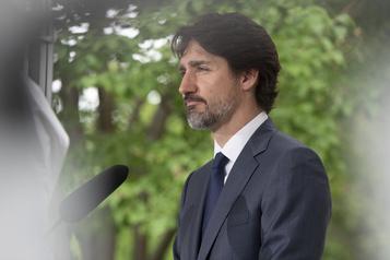 Trudeau défend le choix de l'OSBL WE pour gérer la Bourse étudiant bénévole)