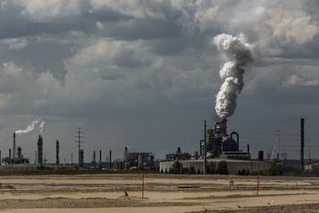 Ottawa assouplit ses exigences envers les pétrolières en raison de la pandémie)