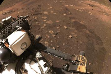 Perseverance parcourt ses premiers mètres sur Mars)