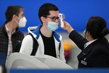 Les aéroports canadiens prendront la température des passagers)