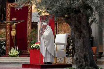 Le pape s'en prend à l'égoïsme face à la pandémie