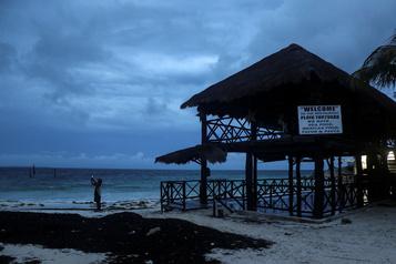 Le Mexique se prépare au choc de l'ouragan Delta)