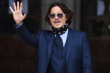 Les employés de Johnny Depp prennent sa défense)