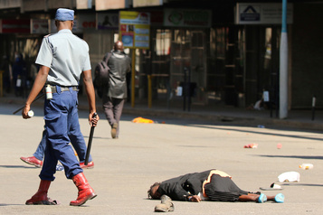 Zimbabwe : la police disperse des opposants