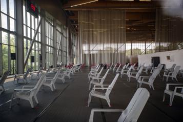 Stade de soccer de Montréal Un centre desoins vide metdescamps d'été enpéril )
