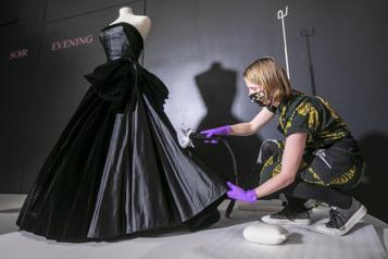 L'exposition Christian Dior au Musée McCord prolongée )