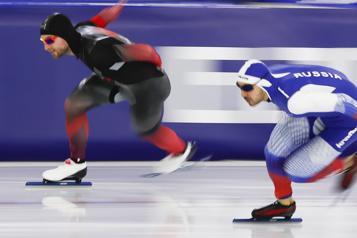 Patinage de vitesse sur longue piste Laurent Dubreuil joue de malchance au 500m)