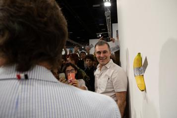 Un artiste vend une banane 120000dollars, un autre la mange