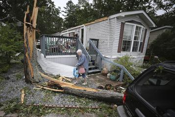 La tempête Isaias balaie la côte est américaine, au moins deux morts)