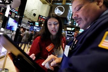 Wall Street en baisse avec le recul de la consommation américaine