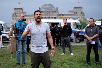 COVID-19: nouveau samedi de manifs contre les restrictions en Allemagne)