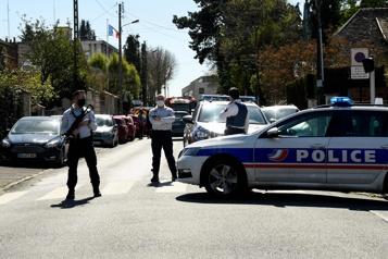 France Un homme abattu après avoir tué au couteau une fonctionnaire de police )
