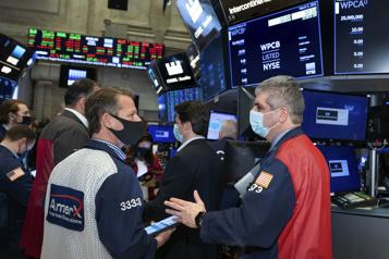 Bourses nord-américaines Le DowJones et le S&P/TSX grimpent, le NASDAQ chute)