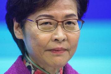 Hong Kong: Carrie Lam promet de rétablir l'«ordre» dans son discours annuel)