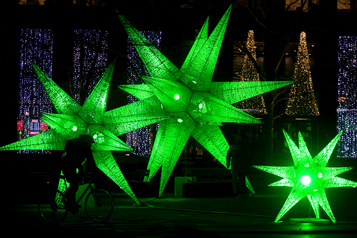 Québec encourage les décorations de Noël dans le réseau de la santé )