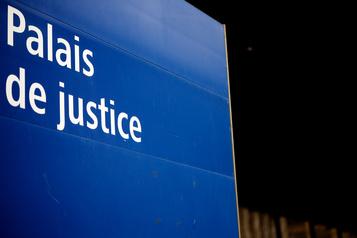 L'opposition réclame un investissement massif dans l'aide juridique