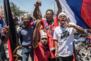 Des milliers d'Haïtiens manifestent contre le projet de référendum)