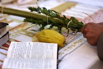 Fête de Souccot Des milliers de fidèles juifs affluent au Mur des Lamentations)