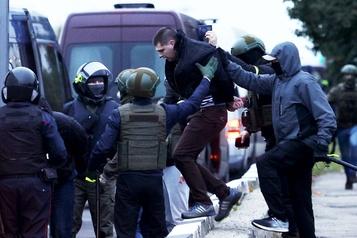 Biélorussie Des dizaines de milliers de manifestants à Minsk, plus de 200arrestations)