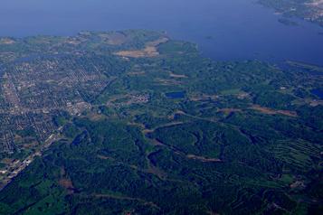 Corvée de nettoyage des berges et eaux à Kahnawake)