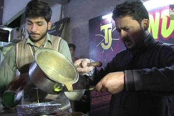 Au Pakistan, le Tandoori chai, un thé pas comme les autres
