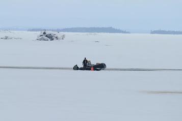 Accident au Lac-Saint-Jean: deux motoneiges retrouvées dans l'eau