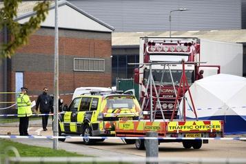 Grande-Bretagne: 39 corps découverts dans un camion
