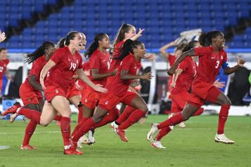 Équipe canadienne féminine Les championnes olympiques célébreront enfin à la maison