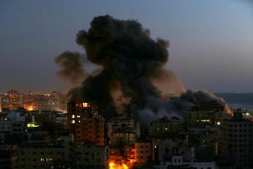 Frappes israéliennes Destruction d'un immeuble d'une dizaine d'étages à Gaza)