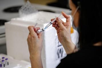 Les vaccins contre la COVID-19 ont désormais leur propre nom)