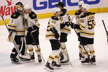 Victoire de 4-2 des Bruins contre les Capitals)