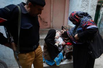 Pakistan: assassinat d'un policier protégeant des vaccinateurs antipolio