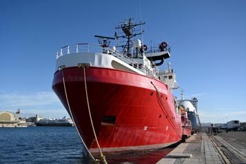 L'Ocean Viking repêche 149nouveaux migrants au large de la Libye)
