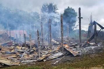 Birmanie  Des civils fuient des combats entre armée et opposants)