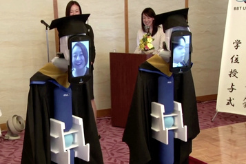 Des diplômes remis à distance... grâce à des robots