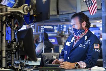 Le Dow Jones franchit pour la première fois la barre des 30000points)