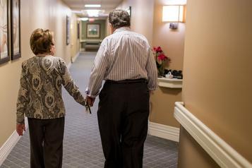 COVID-19: reportez les hausses de loyer pour aînés, exhorte un organisme
