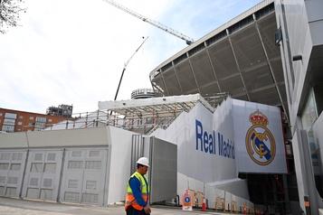 COVID-19: le stade du Real Madrid transformé en entrepôt de matériel médical