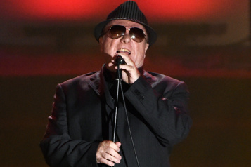 Irlande du Nord Van Morrison veut contester l'interdiction de la musique en direct)