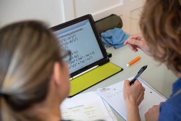 Enseignement à distance  Des élèves sans suivi en attente d'un test de dépistage )