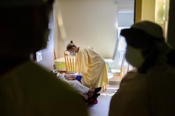 COVID-19: le Québec déplore 24 nouveaux décès)