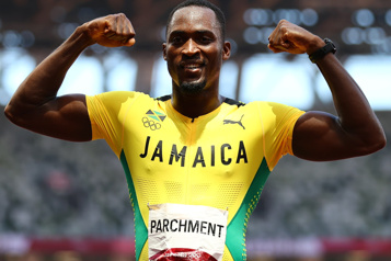 Le Jamaïcain Hansle Parchment couronné au 110m haies)