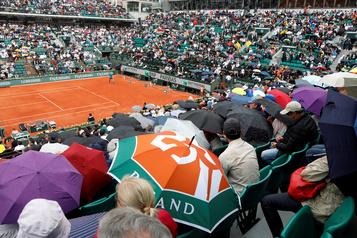 Jusqu'à 20 000 spectateurs par jour à Roland-Garros)
