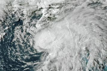 Une saison des ouragans plus intense est anticipée)